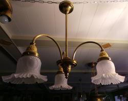 Винтажная люстра на три плафона