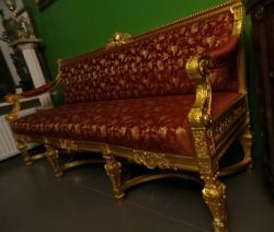Антикварный золоченый диван