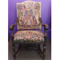 Большие антикварные кресла